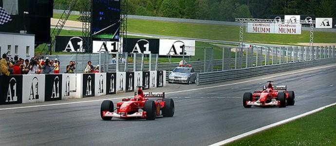 No GP da Áustria de 2002, Rubens Barrichello cedeu vitória para Michael Schumacher já na linha de chegada (Foto: AFP)