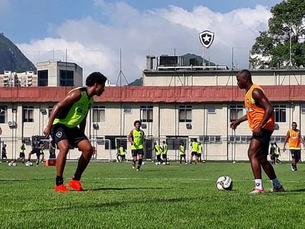Sassá treino Botafogo (Foto: Divulgação/Botafogo)