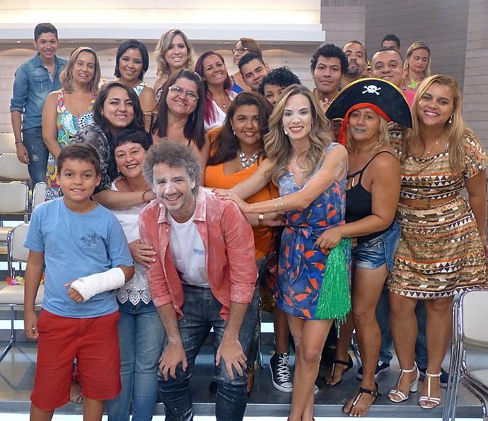 Após o programa, plateia tira foto com os apresentadores  (Foto: Cristina Cople/Gshow)