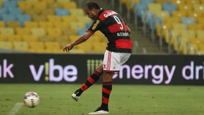 Alecsandro Flamengo x Cabofriense (Foto: Gilvan de Souza/Fla Imagem)