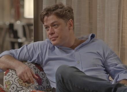 Arthur na berlinda: Dorinha pergunta se playboy não teria filho com Carolina