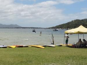 Há três escolas na Lagoa que estão registradas na Prefeitura, de acordo com o educador físico (Foto: Valéria Martins/G1)