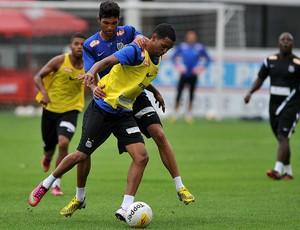 Giva e Alan Santos (Foto: Ivan Storti / Divulgação Santos FC)