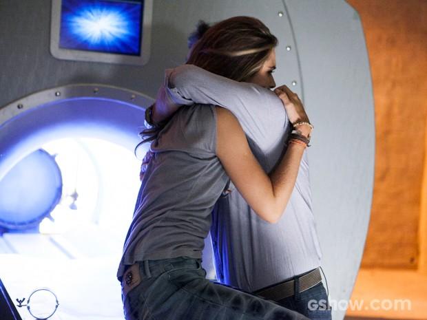 Lili acredita que LC a salvou das garras de Angelique (Foto: Inácio Moraes/TV Globo)