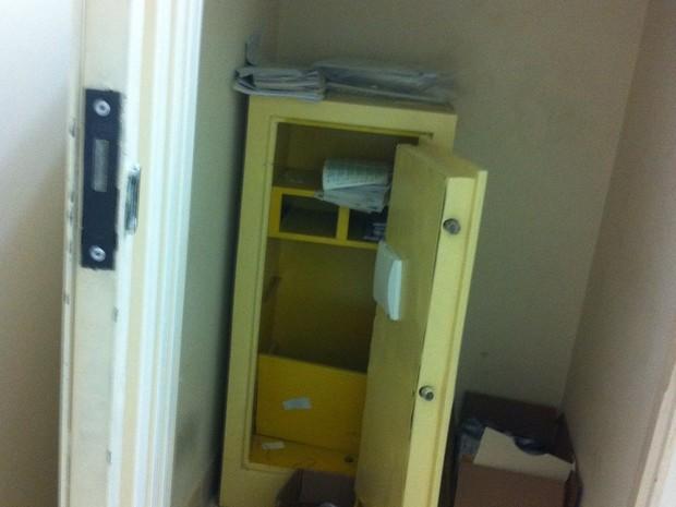 g1 quadrilha rende gerente de ag ncia dos correios e leva dinheiro de cofre not cias em mato. Black Bedroom Furniture Sets. Home Design Ideas