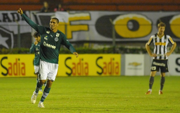 Ramon gol Goiás (Foto: Bruno Turano / Ag. Estado)