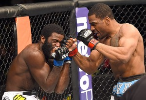 Ron Stallings x Justin Jones UFC Fight Night  (Foto: Josh Hedges / Getty Images)