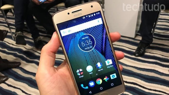 Moto G5 tem tela menor com mesma resolução Full HD (Foto: Thássius Veloso/TechTudo)