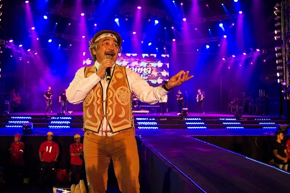 Santanna cantou os grandes sucessos do forró (Foto: Arnaldo Felix/Seic)