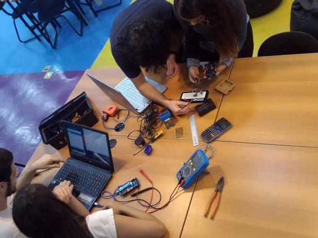 Faróis automatizados resultam de mais de 1 anos de pesquisas de estudantes de engenharia em Santa Rita do Sapucaí, MG (Foto: Arquivo/Equipe Auto CarLight)