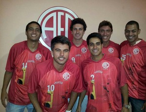 Apresentação uniforme América Futebol de 7 (Foto: Divulgação)