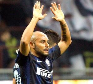 Jonathan comemora gol da Inter de Milão contra o Livorno (Foto: Agência Reuters)