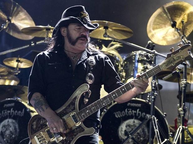 Lemmy Kilmister, vocalista do Motorhead, durante show no Rock in Rio. (Foto: Felipe Dana/AP)