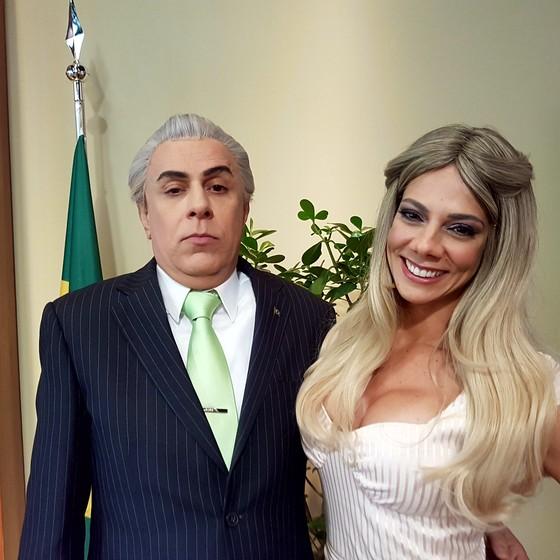 Tom Cavalcante e Bruna Pietronave caracterizados como os personagens Michel Tomer e Marcela Tomer (Foto: Divulgação)