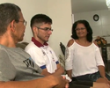 Yohansson recebe carinho especial  dos pais durante visita a Alagoas