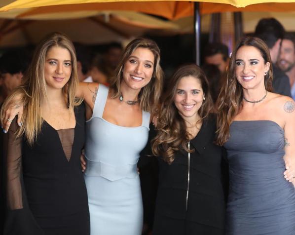 Gabriela Pugliesi com as irmãs, Marcella e Ornella, e a mãe, Vera Minelli (Foto: Reprodução/Instagram)