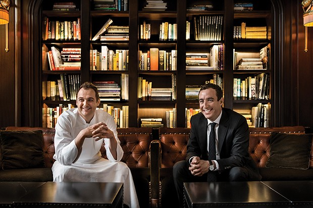 Co-owners Daniel Humm and Will Guidara in the library of The NoMad Restaurant, NYC (Foto: Photography: © 2014 Francesco T)