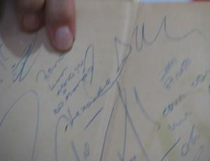 autografo Alexandre - goleiro do São Paulo 1992 (Foto: Rafaela Gonçalves / GLOBOESPORTE.COM)