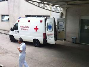 Paciente sofre AVC e espera quatro horas no corredor de hospital (Foto: Moisés Soares/ TV TEM)