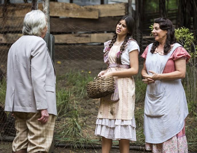 Eponina fica surpresa com a visita de Pancrácio (Foto: Ellen Soares/Gshow)