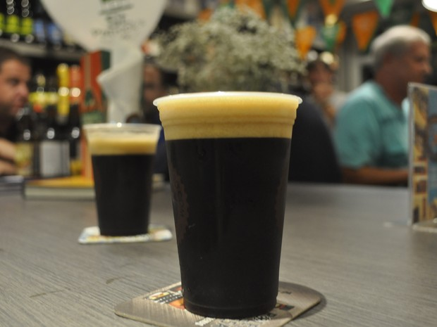 Bebida premiada do estilo Baltic Porter e foi desenvolvida em Poços de Caldas (MG) (Foto: Lúcia Ribeiro/G1)