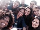 Bruna Marquezine posa com elenco de 'Em família': 'Selfie do Oscar'