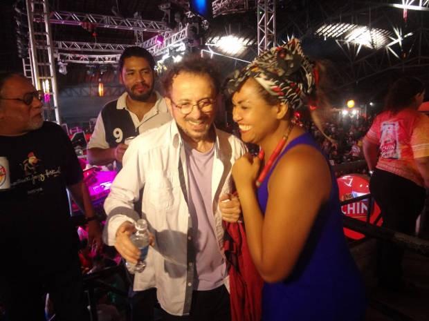 """O músico baiano Tom Zé e a cantora Gaby Amarantos, na aparelhagem """"Super Pop"""" (Foto: Gil Sóter/G1)"""