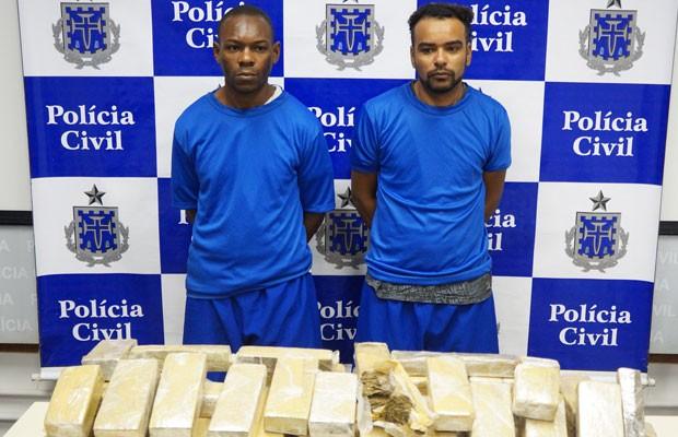 Homens são presos com 40 kg de maconha em Lauro de Freitas, na Bahia (Foto: Divulgação/Polícia Civil)