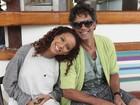 Taís Araújo e Marcos Pasquim driblam friozinho para gravar romance na praia