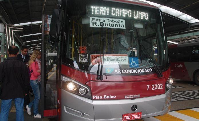 Este ônibus é um dos primeiros entre os 20 que possuem conexão Wi-Fi em São Paulo (Foto: Pedro Zambarda/TechTudo)