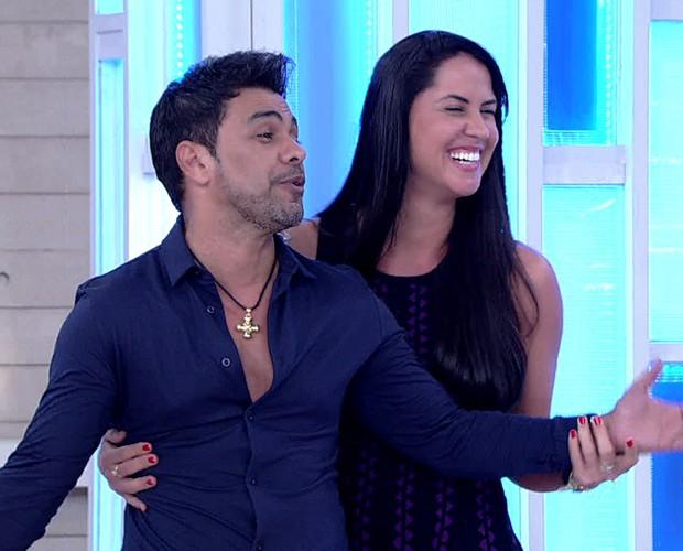 Zezé Di Camargo chamou a namorada Graciele Lacerda para dançar no Encontro (Foto: TV Globo)