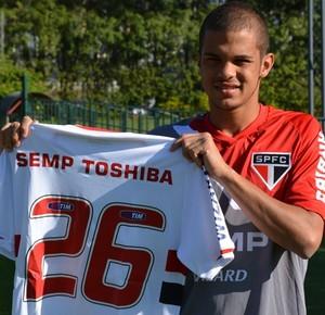 São Paulo renova contrato de lateral-direito Auro