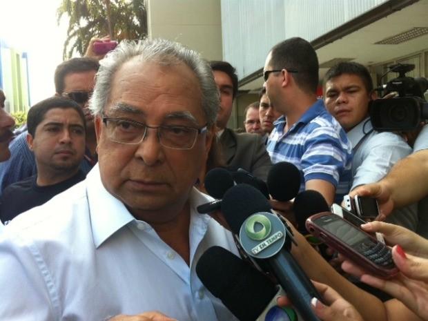 Amazonino Mendes votou na Zona Centro-Sul de Manaus (Foto: Tiago Melo/G1 AM)
