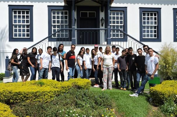 Alunos e professores da Escola Estadual Integrada Humberto Turler visitaram a TV Rio Sul (Foto: TV Rio Sul)