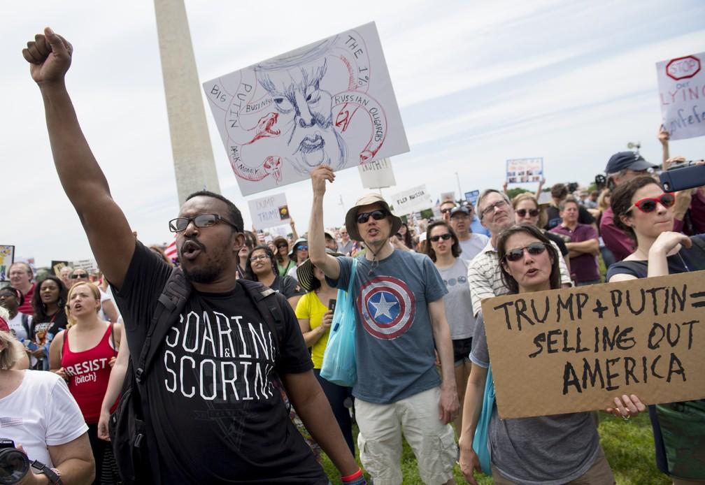 Protesto contra Trump em frente ao National Mall, em Washington, neste sábado (03) (Foto: SAUL LOEB/AFP)
