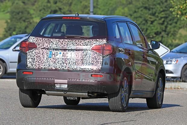 Suzuki Vitara flagrado em teste com leve facelift na Europa (Foto: Automedia)