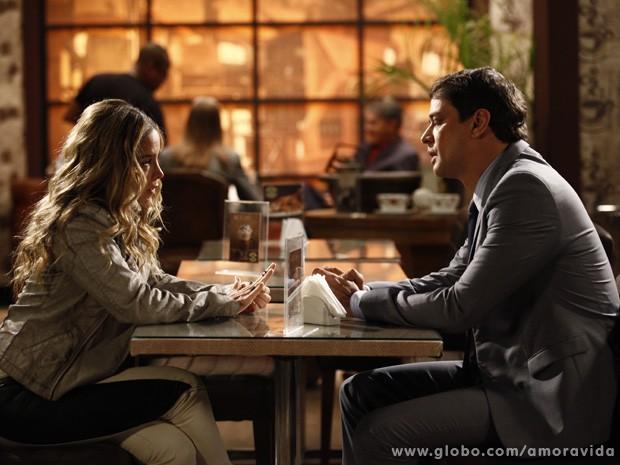 Amarilys conversa com Eron (Foto: Inacio Moraes / TV Globo)