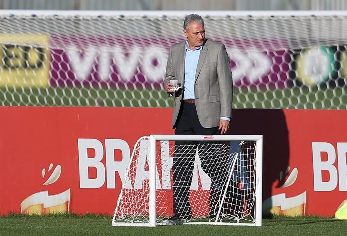 Tite no treino da seleção brasileira olímpica na Granja Comary (Foto: Lucas Figueiredo/MoWA Press)