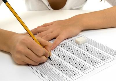 Pesquisadora britânica diz que os testes tradicionais não são suficientes para avaliar os aprendizados dos alunos (Foto: Shutterstock)