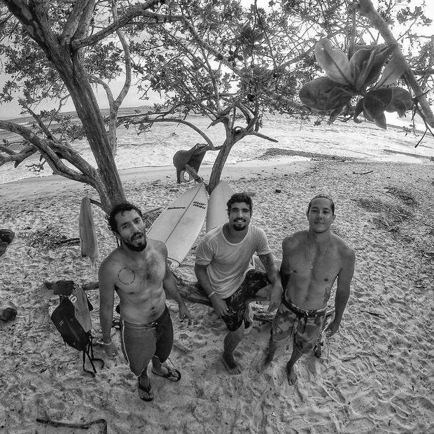 Caio Castro com os amigos em Roatan, Honduras (Foto: Reprodução/Instagram)