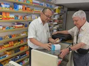 Uma das vagas é para balconista de farmácia (Foto: Romero Mendonça/ Secom-ES)