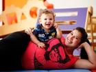 Grávida de seis meses, ex-BBB Priscila recebe carinho do filho Gabriel em seu barrigão