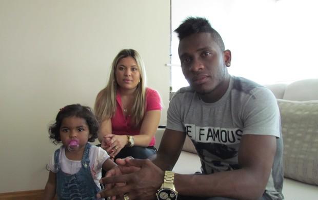 Willians, volante do Inter, com a família (Foto: Tomás Hammes / GLOBOESPORTE.COM)
