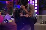 Munik avisa Renan: 'Ou você para de me atentar ou vou te beijar'