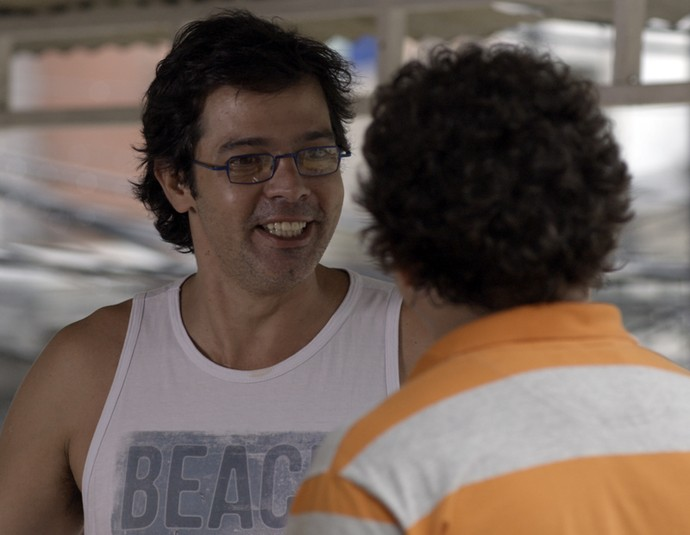 Rui e Oziel bolam plano para terminarem com suas namoardas (Foto: TV Globo)