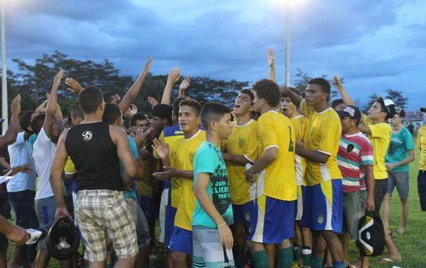 Jogadores do Picos comemoram classificação (Foto: Aline Rodrigues)