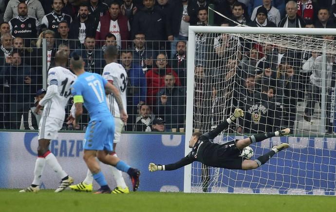 Napoli arranca empate com Besiktas na Turquia e mantém ponta do grupo