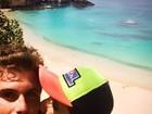 De férias, Thiago Gagliasso ganha beijo do irmão, Bruno: 'Irmandade'