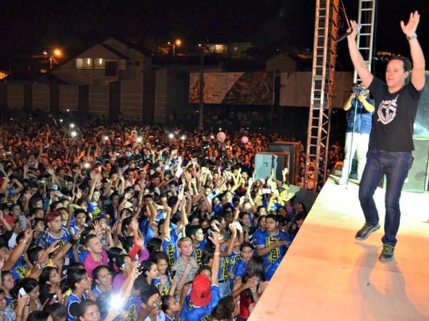 Evento encerrou com show de André Valadão no Centro de Cruzeiro do Sul (Foto: Vanísia Nery/ G1)