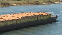 Barcaças voltam a passar pela hidrovia Tietê-Paraná (Reprodução/ TV TEM)